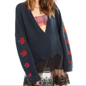 Wildfox | NWT Palmetto Rose scallop hem sweater M